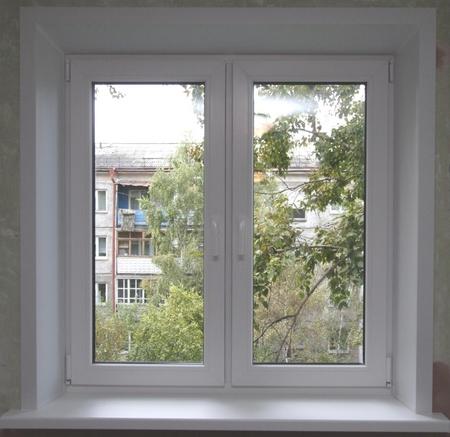 Преимущества пластиковых оконных конструкций при остеклении балконов